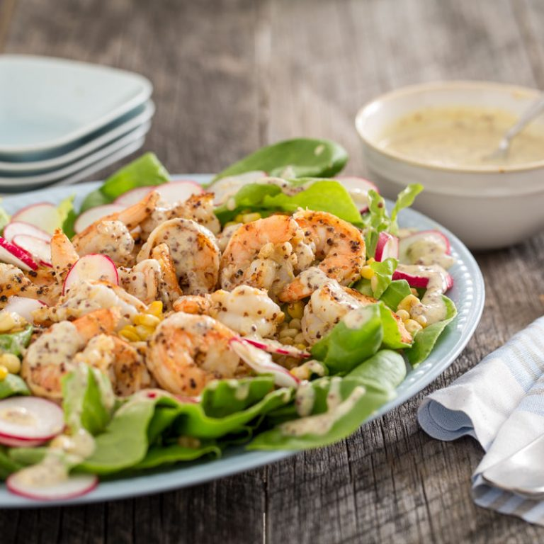 Try this delicious and satisfying salad with corn and shrimp for dinner!