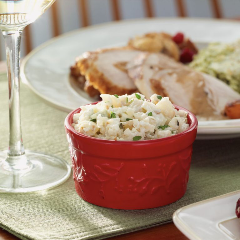This savory apple mash gets its characteristic taste from nutritious celeriac and blue cheese.